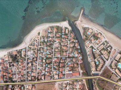 Cono aluvial del rio Girona en el extremo meridional de la playa de la Almadraba. Fuente Wikimapia